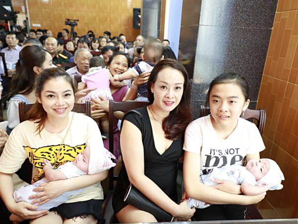Báo vnexpress.net cuộc hội ngộ của 100 em bé ra đời nhờ thụ tinh ống nghiệm